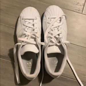 Adidas all white superstar unisex size 6 (women 7)